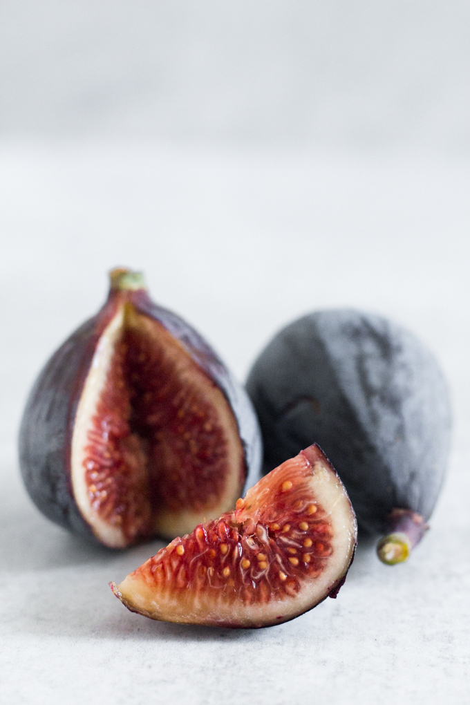 fresh figs with a fig slice
